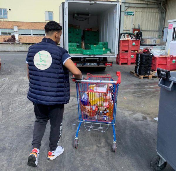 Récupération de denrées à Carrefour